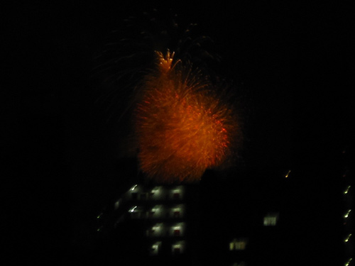 窓から見た花火