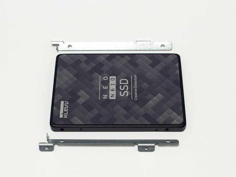 取り付け器具をSSDに取り付ける