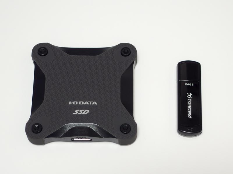 I-O DATA SSPH-UA250KとUSBメモリのサイズ比較
