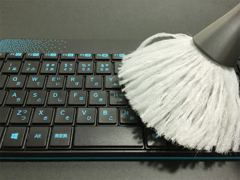 CD-BR14でキーボードを掃除